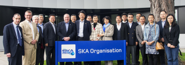 The Chinese consular delegation headed by the Chinese Consul-General in Manchester with the SKA Organisation Director-General, Director of the Jodrell Bank Observatory and Head of the University of Manchester's School of Physics and Astronomy in front of the SKA Organisation Headquarters at Jodrell Bank